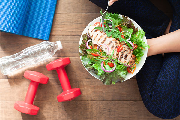 A salad, weights, and water